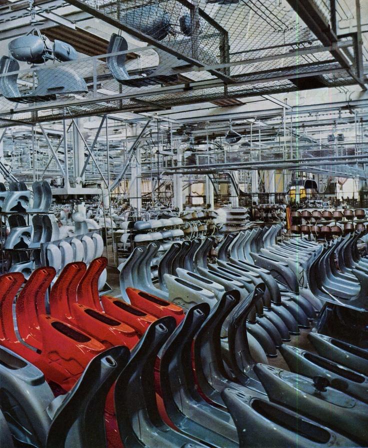 Vespa factory in Pontedera, 1960
