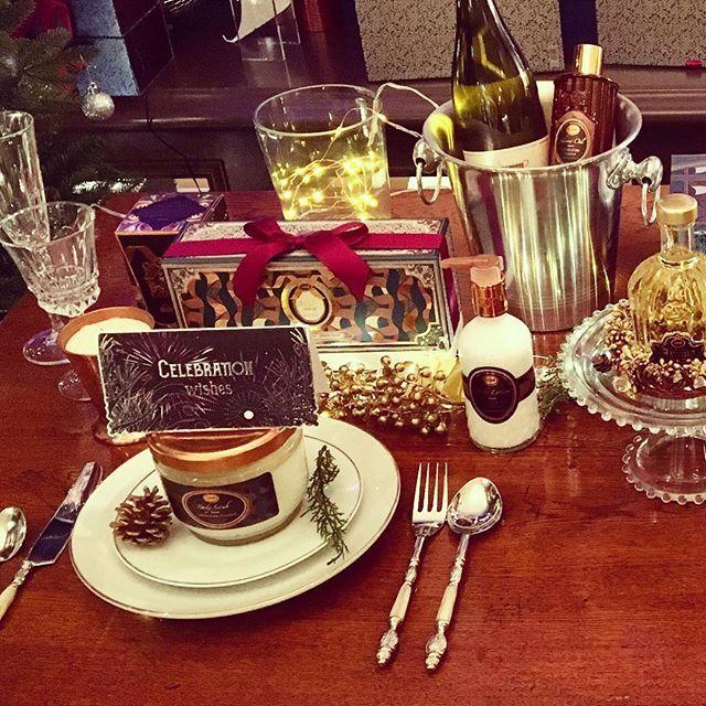SABON 表参道本店が「SABON Holiday Shop ~CELEBRATION Wishes~」として、期間限定オープン。  お店に一歩足を踏み入れると、五感を揺さぶられるような刺激に溢れる、ドラマティックな祝宴が広がっています。    コレクションアイテムにひと足早く出会えるほか、クリスマスムードを盛り上げるホリデーイベントも多数開催します!  SABON誕生20周年のクライマックスを飾る祝宴をお楽しみください。    #sabon #サボン #sabonjapan #CELEBRATIONWishes #セレブレーションウィッシーズ #クリスマスコフレ #コフレ #クリスマス #Christmas #ギフト #プレゼント #ボディケア #スキンケア #セレブレーション #Limited  #ホリデー #表参道