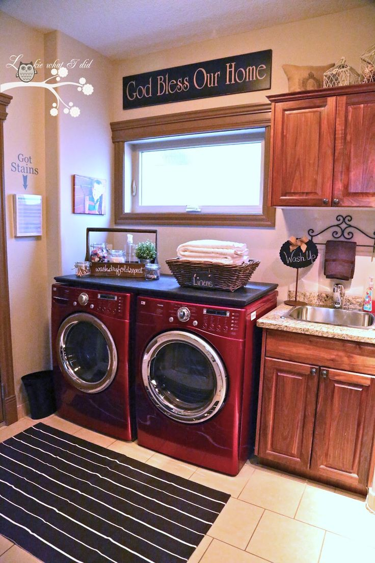 Lookie What she Did: Laundry Room Makeover (counter for washer/dryer