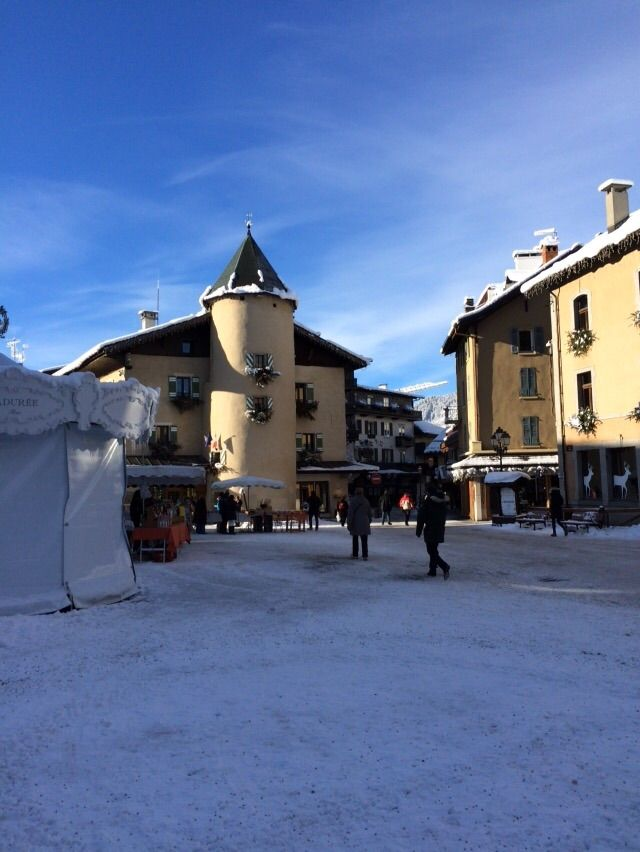 Megeve looks so pretty when covered in the white stuff! January 2015 - we can confirm we do have snow!! #megeve #france #skiseason #leotrippi #leostravels #ski #skiresort #chalet #luxurychalet