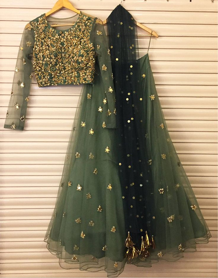 Festive hues with dainty details !!Another outfit from our winter festive collection . bhumikasharma  festive  colors  green  autumn  winterfestive  fall16  indiandesigner  indianwear  detils  handwork  embroidered  winterbrides  wedmegood  bridesofindia  love  06 December 2016