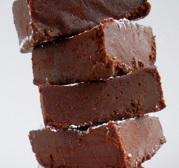 Homemade fudge (with just four ingredients: coconut oil, honey, cocoa powder, almond butter)