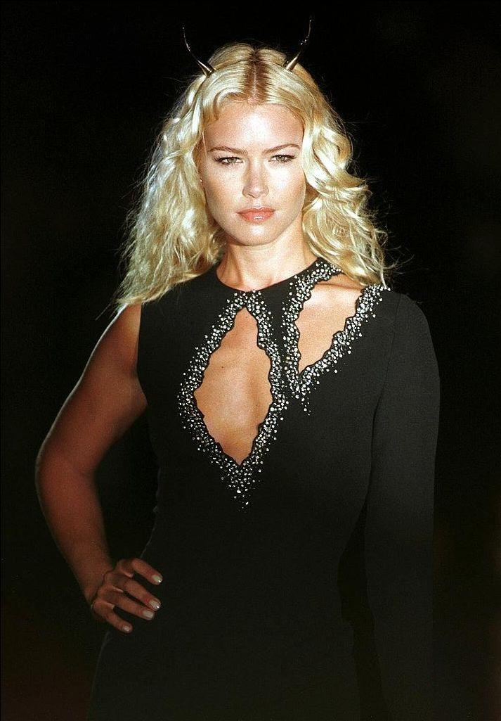 Gai Mattiolo - Autumn Winter 1998 1999 - Rome's High Fashion Week - 14 July 1998 - Supermodels: Valeria Mazza & Naomi Campbell