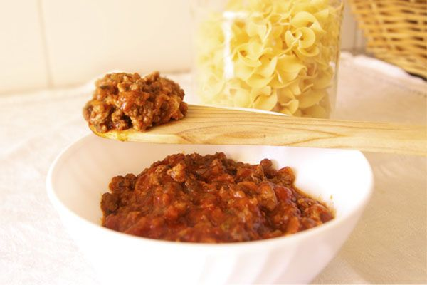 Salsa boloñesa, la auténtica receta. Es ideal para acompañar todo tipo de pastas y preparaciones con patatas, masas... de Escándalo!