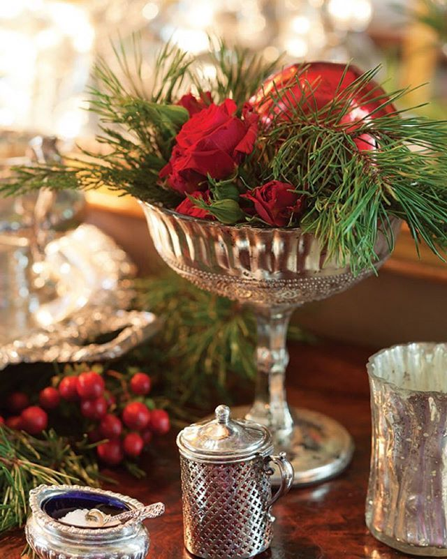 One of our favorite holiday style ideas is to create a beautiful (and super simple!) centerpiece with fresh clippings (greenery and/or flowers) from outside and a few shiny Christmas balls. #christmascottage #christmas #decor #style