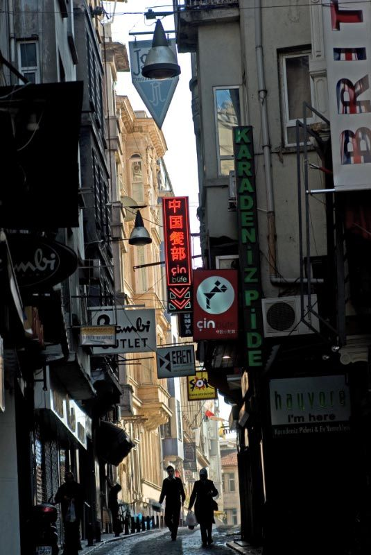 İstanbul Beyoglu, life and narrow streets