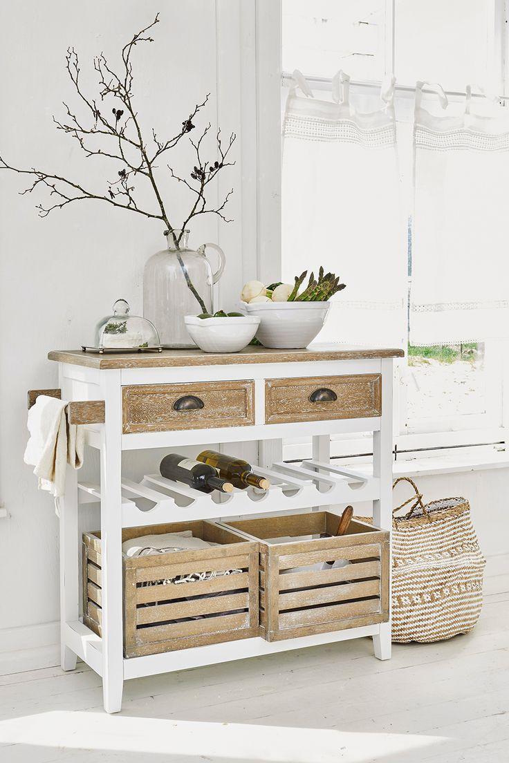 Meuble pour la cuisine en bois et blanc. 2 caisses en bois en guise de rangement ouverts et 2 ...