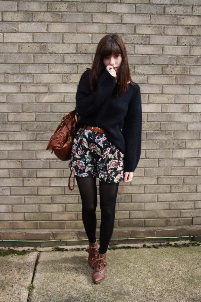 Noted: combination of black tights and (darkish) brown boots - beautiful shorts!