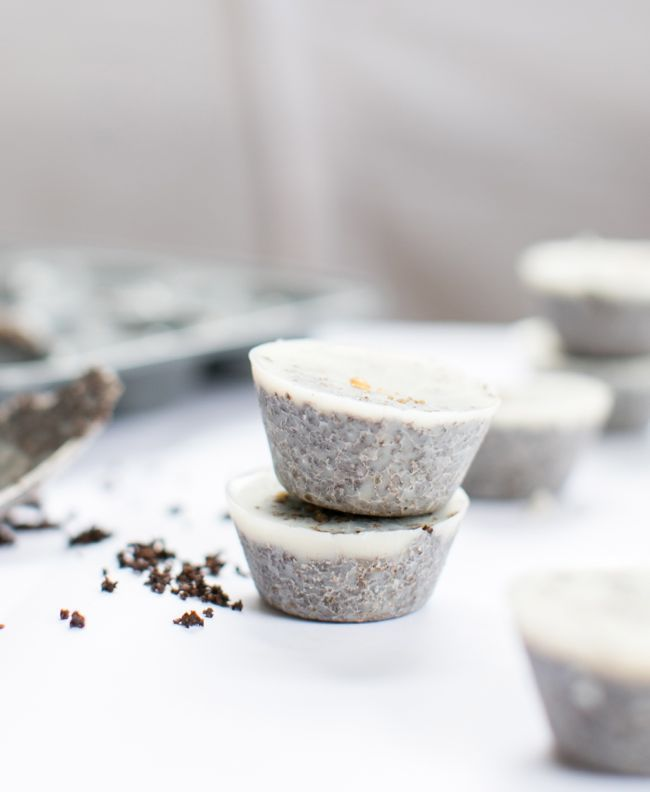 DIY: coconut coffee scrub cubes (for cellulite, stretch marks + puffy faces)