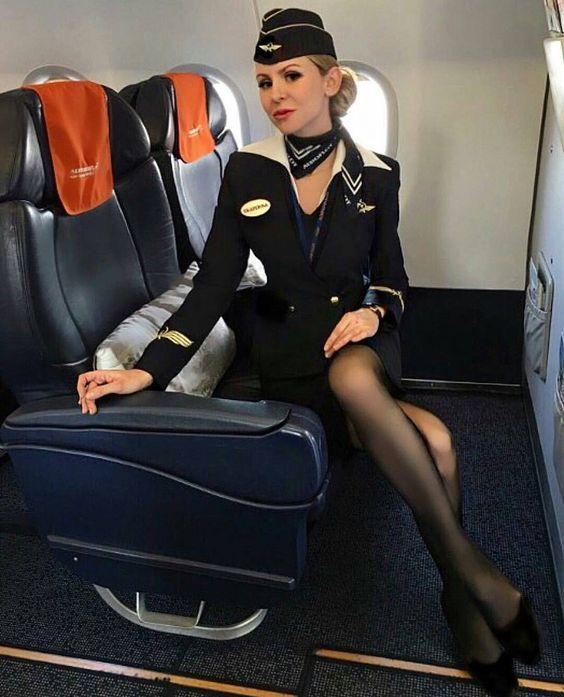 Трахает стюардесс Так