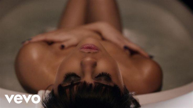 Selena Gomez - Hands To Myself via http://www.facebook.com/pages/p/490409594418072