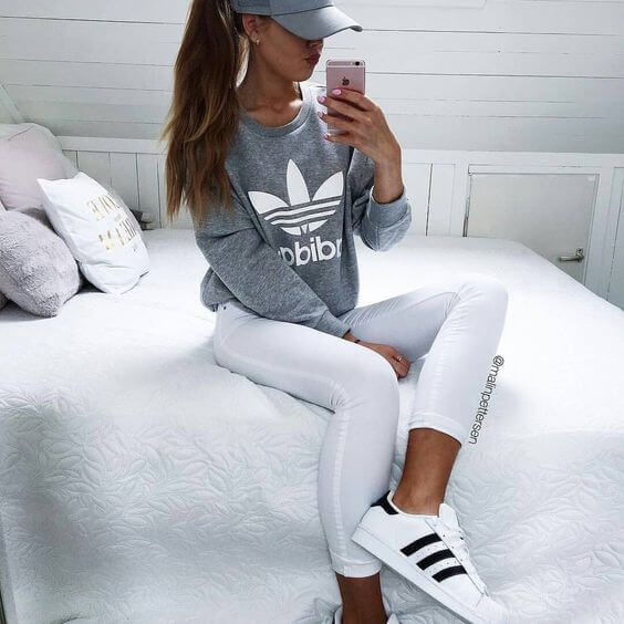 Adidas is one of the most popular and influential brands out there. Their clothing suits everyone and you can find some of the most stylish items out there. Simple, fashionable and sporty – these types of outfits are so popular, and you can see them all over instagram,and there's a reason why. Just look at these 10 sporty Just look at these 10 sporty Adidas outfits!