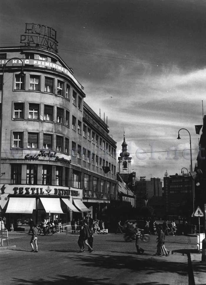 Poštová ulica križujúca sa s Molotovovou (Obchodnou) ulicou