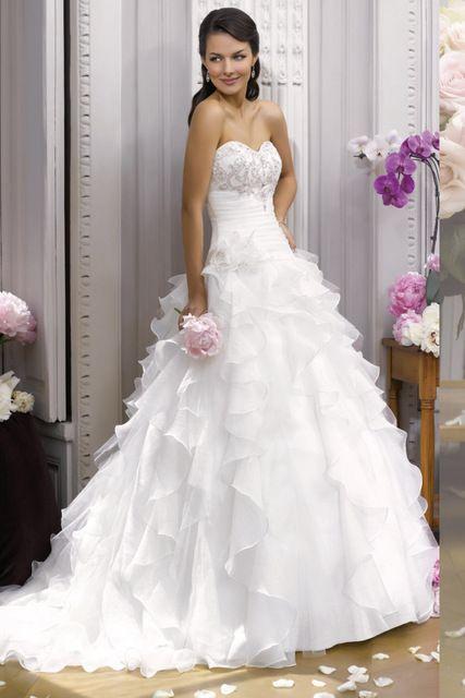 #TATI MARIAGE - Robe Baroquis - 490 € => Pour toutes celles qui ne s'imaginent que dans une robe de princesse http://www.tati.fr/mariage-femme/robe-de-mariee/robe-de-mariee/robe-de-mariee-bustier-en-crepe-ivoire/108000/n16/d0/s/p/c/b/e.html