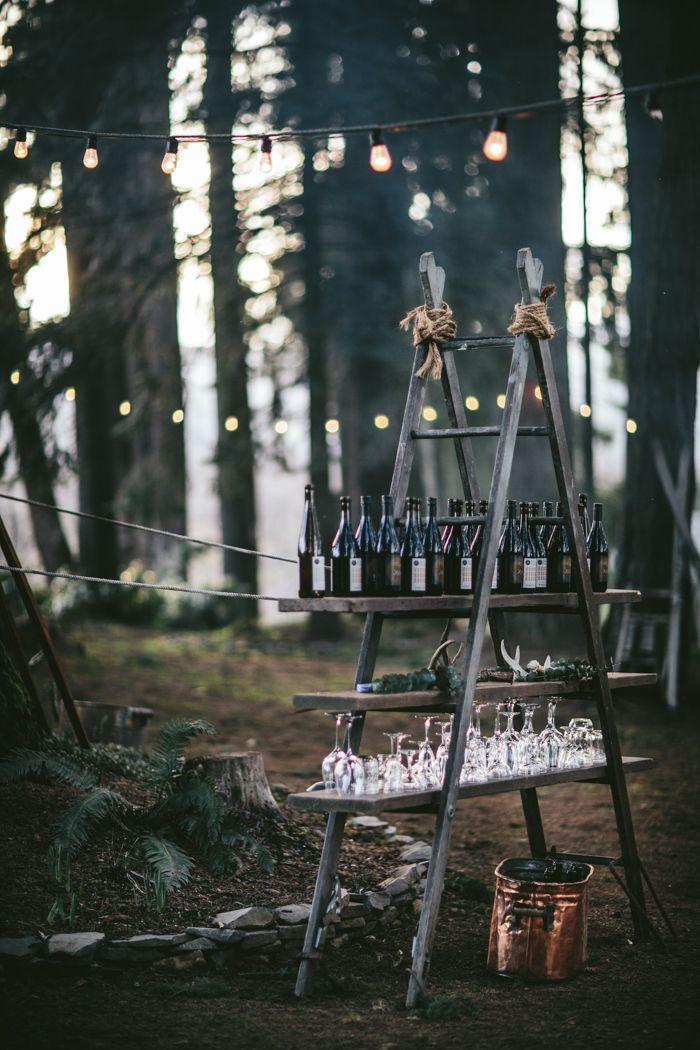 Dinner im Wald bei Lagerfeuer und Kerzenschein. Was für eine schöne Idee!?