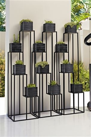 Black Metal Plantstand