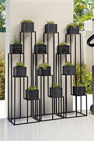 Black Metal Plantstand