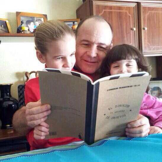 Julieta y Guillermina con su papá