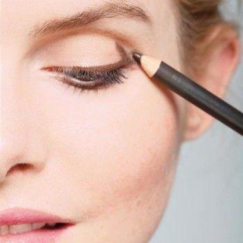 Коричневый водостойкий карандаш для макияжа глаз.