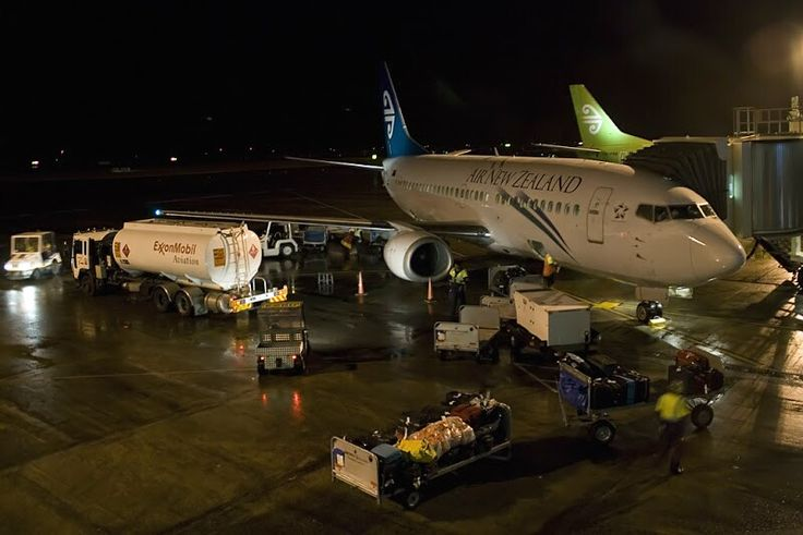 Air New Zealand 737-300 night turnaround. Image via google copyright owner