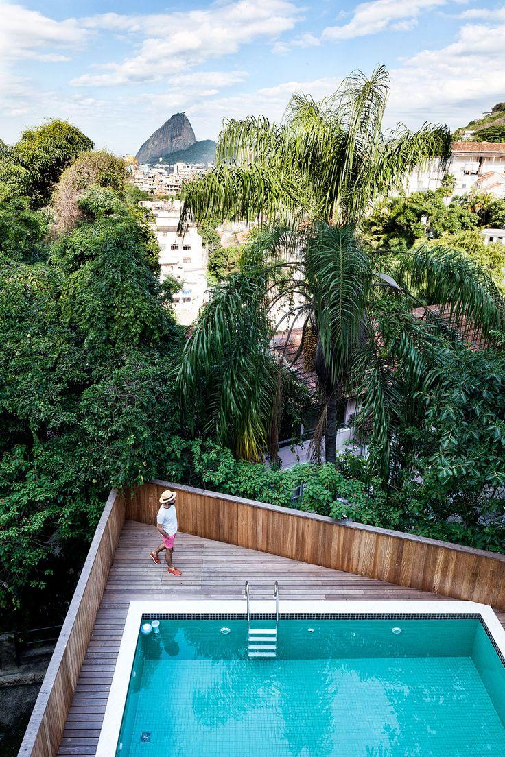 Casa Jean Michel Ruis, Rio de Janeiro, Brazil, by Jean Michel Ruis, photography by Filippo Bamberghi from Living under the Sun, © Gestalten 2015.