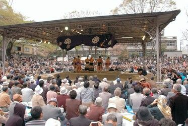 Sumo Ring(Sumōjō(相撲場?)): In 1869, a sumo wrestling exhibition was held at Yasukuni Shrine in order to celebrate the shrine's establishment.[93]Since then, exhibitions involving many professional sumo wrestlers, including several grand champions (yokozuna) take place at the Spring Festival almost every year. The matches are free of charge.[94]