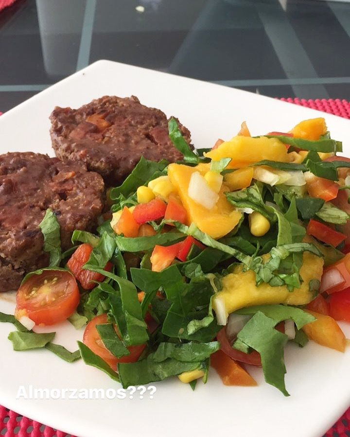 Rollo de carne con ensalada 🥗 mixt!!! #lunch #healthyfood