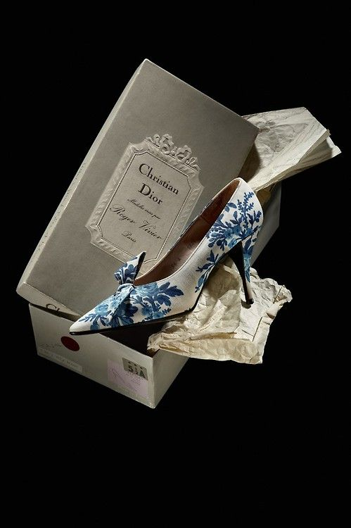 1956 Roger Vivier for Christian Dior shoes in toile de Jouy - come on, who wouldnt love to receive this shoe box!!