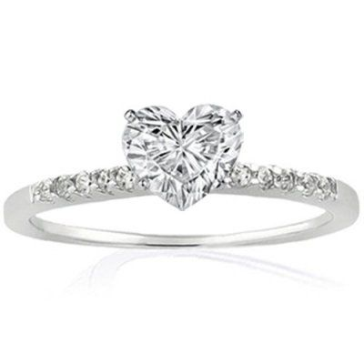 My perfect engagement ring. Simple with a little bit of heart <3