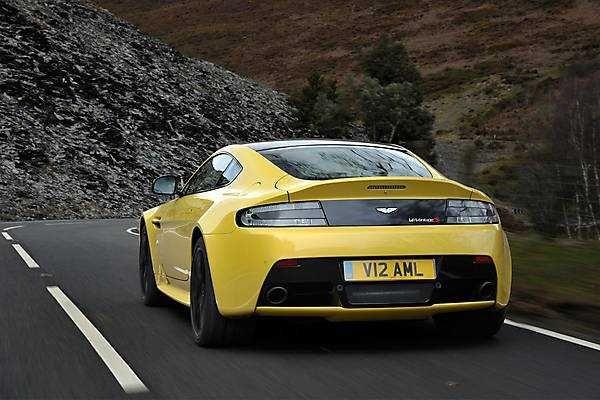 V12 Vantage S — a new sports car from 2018-2019 Aston Martin