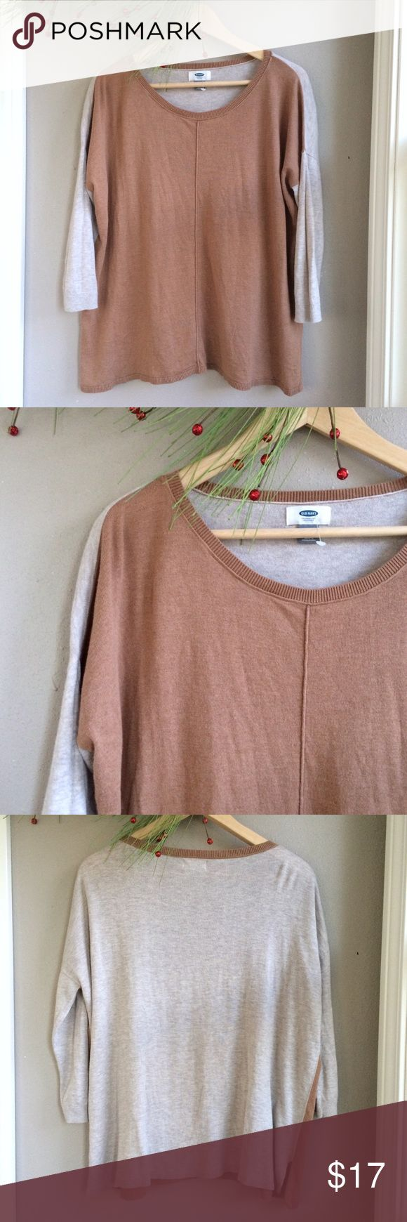 L 🆕 Old Navy Sweater L 🆕 Old Navy Sweater. Camel paneled front and neckline trim, oatmeal back and sleeves. Lightweight. Perfect layering piece for cooler temps. Love with boyfriend jeans and ankle boots. New with out tag. Bundle for additional discounts and seller offers. Old Navy Sweaters V-Necks