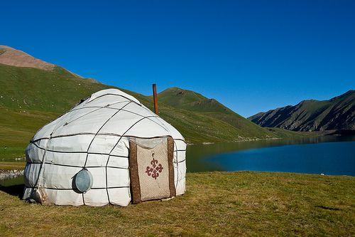 La Yurta è  la tipica abitazione dei pastori nomadi dei paesi dell'Asia Centrale, soprattutto della Mongolia del Kazakistan e dell'Uzbekistan, si tratta di una tenda con struttura in legno ricoperta da tappeti e feltro di cammello.
