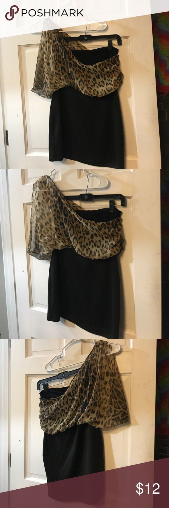One shoulder cheetah print shirt Toska• one shoulder tube top shirt• fun dress shirt for a night out• does have some fraying where the seams are but it's not ripped(pictured)• loved but still in good condition• Toska Tops Blouses