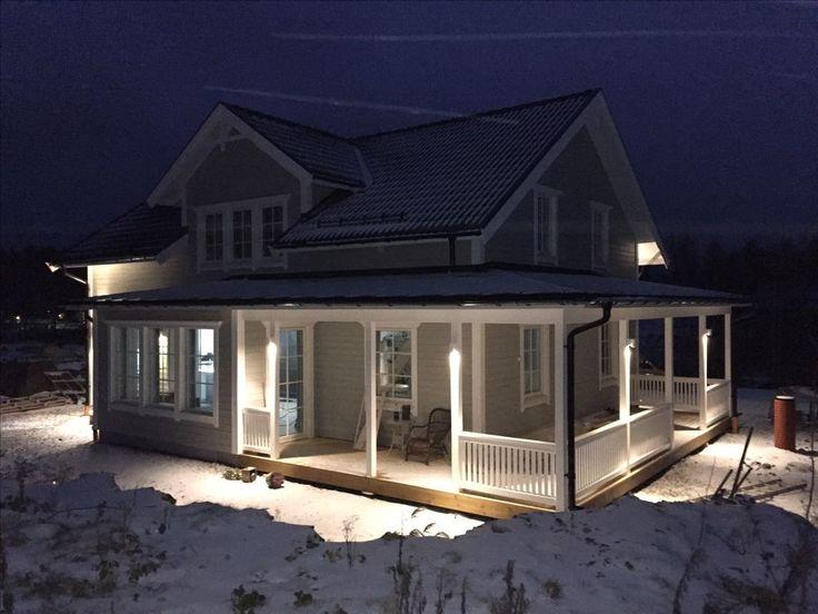 villakallgren.blogg.se - Under 10 år har vi letat hus, drömt om ljumna sommarkvällar på en amerikansk veranda och plats för familj och vänner. Nu förverkligar vi våra drömmar, häng gärna med på vår resa!