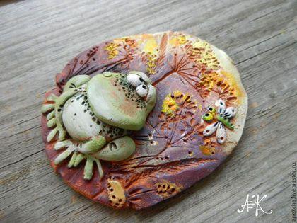 """Магниты ручной работы. Ярмарка Мастеров - ручная работа """"Лягух разнообразный"""" , керамический магнит. Handmade."""