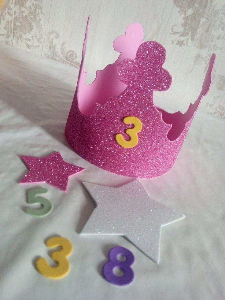 Corona cumpleaños DIY www.lanietadecore.com Corona cumpleaños estrellas rosa Goma Eva Diy