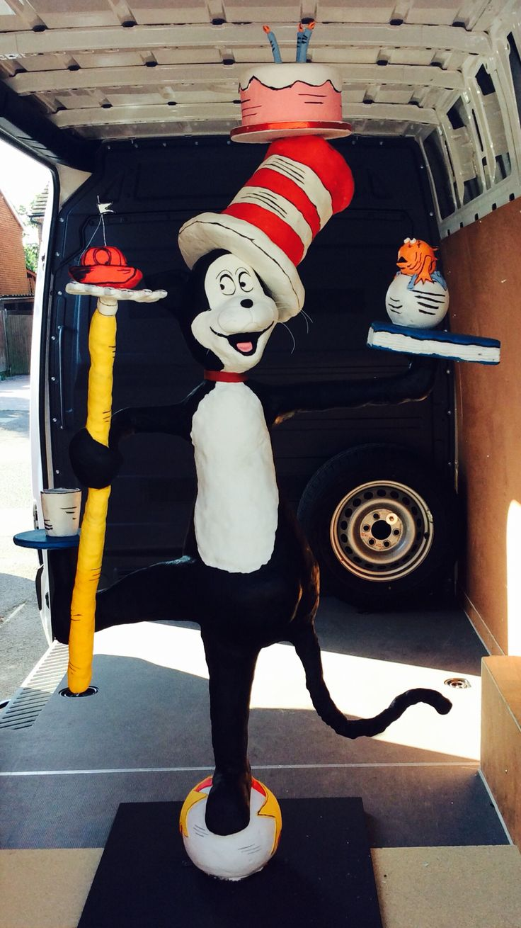 Cat in the hat cake #catinthehat #lifesize