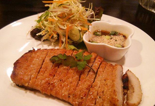 近所のタイ料理屋さんの豚肉のロースト #タイ料理 #豚肉 #飯テロ #グルメ #ディナー #dinner #foodiegram #food #肉
