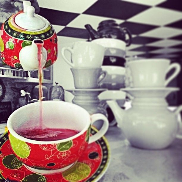 """""""Ο Cap Cap τότε εμφανίζεται, στις νεροπομπές, όταν πίνω τις αχνιστές κούπες με το αγαπημένο μου τσάι κανέλα, όταν σκέφτομαι οτιδήποτε Χριστουγεννιατικο"""""""