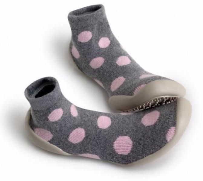 Die waschbaren Hausschuhsocken aus Wolle und Kaschmir von Collégien haben-Luftlöcher, um schwitzende Füße zu vermeiden-rutschfeste Stollen-eine sehr biegsame, leichte Sohle (OHNE Phtalate) für maximalen KomfortIdeal für zu Hause, die Turnstunde oder für das Wochenende bei Oma und Opa :)******Es handelt sich bei diesem Produkt um NEUWARE m. Etikett.Privatverkauf: KEINE RÜCKNAHME, GEWÄHRLEISTUNG ODER GARANTIE!!!Falls Lieferung erwünscht - versicherter Versand EUR 4,90 mögli...