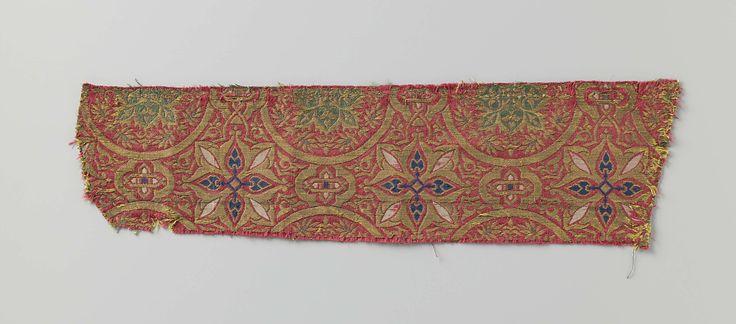 Fragment rode lampas met cirkels en rozetten in goud en verschillende kleuren, anonymous, c. 1300 - c. 1499