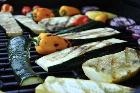 Вегетарианский пикник: чем полезны овощи на гриле