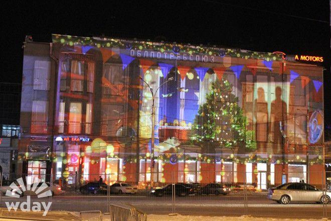 проекция на фасад здания