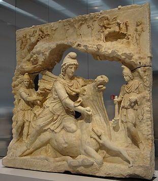 Culte de Mithra — Mithra sacrifiant le Taureau (100-200 ap. J.-C.), collection Borghese, achat par le Louvre en 1807 exposé dans la Galerie du Temps au Louvre-Lens