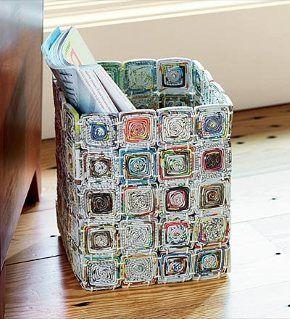 Cestino fatto con rotolini di carta riciclata