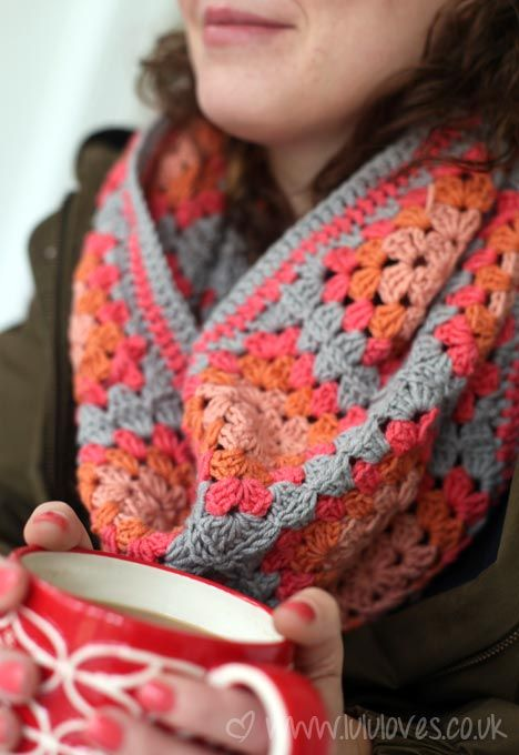 Crochet Granny Squares Cowl/Snood recipe (28 granny squares arranged in 4 rows of 7 and joined together, then edged around top and bottom) from lululoves.