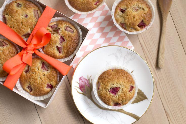 Saftige makronmuffins med rabarber! En lille lækker sag til weekenden :)