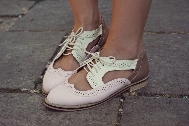 Color Block Cut Out Lace-up Slippers
