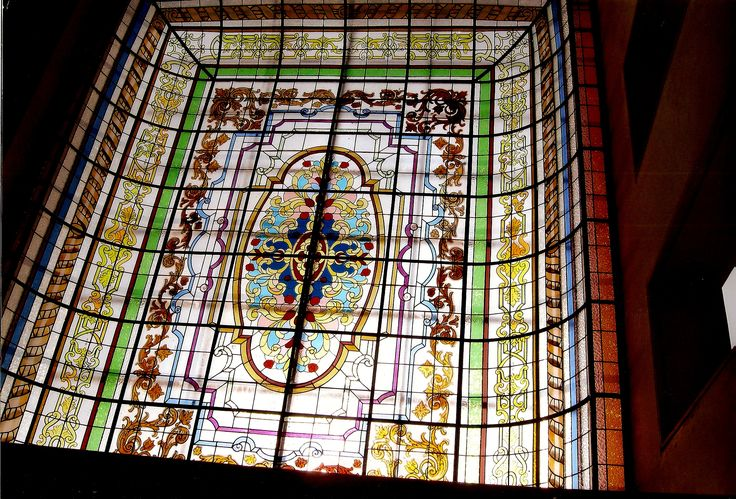Farola (techo de vitrales) de 35 m2, hecha para residencia particular en urbanización La Planicie, distrito de La Molina, Lima.