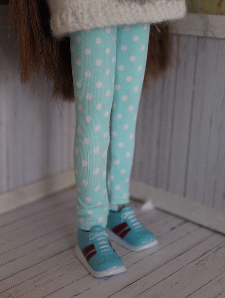 Leggings for Blythe, Pullip or Dal doll by MotaDeAlgodon on Etsy https://www.etsy.com/listing/230641929/leggings-for-blythe-pullip-or-dal-doll